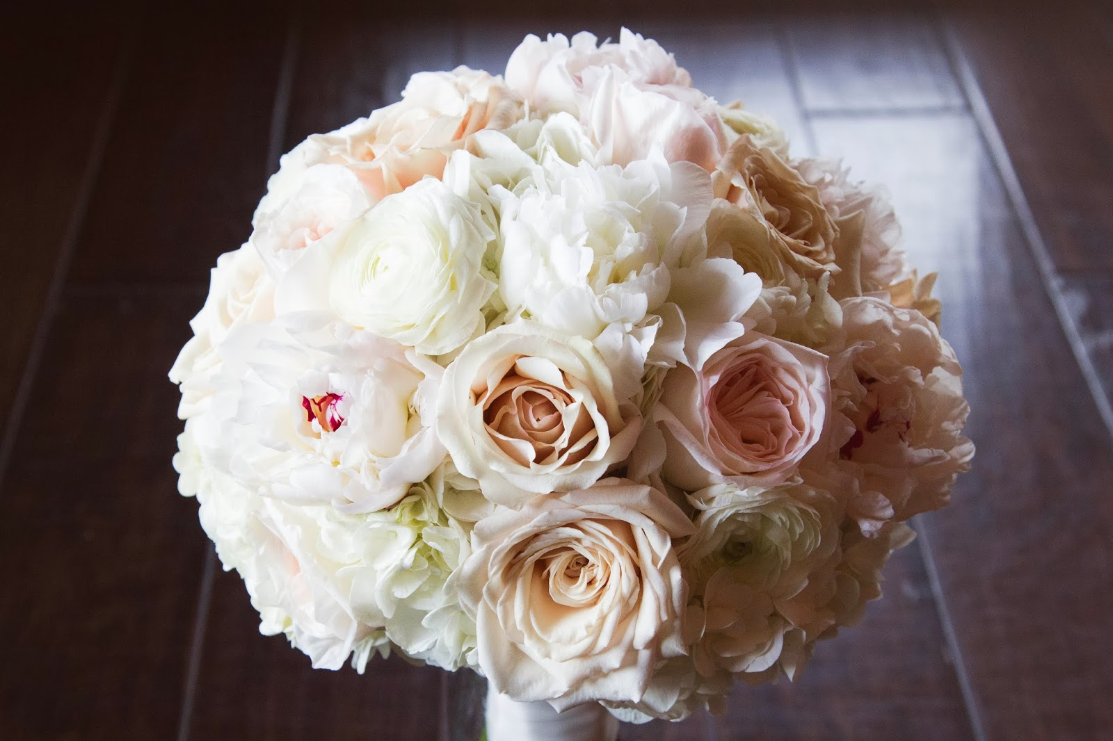 bridal bouquet of white peonies white hydrangeas ivory garden roses white ranunculus and champagne roses