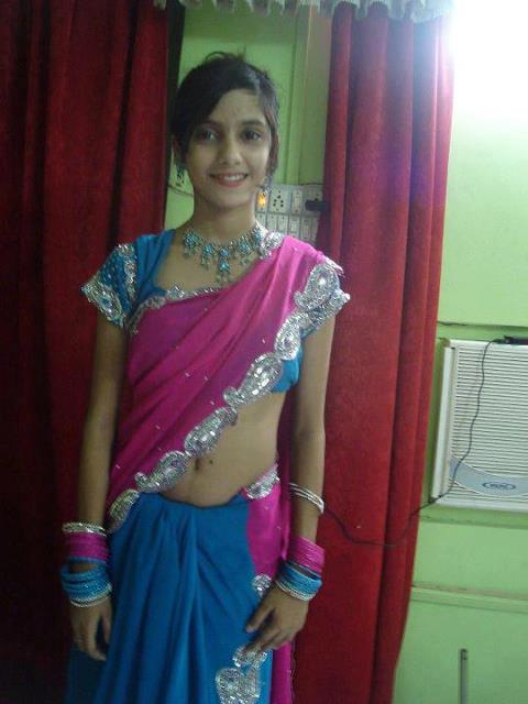 Hot and cute indian girls in saree beauty tips style tips for Desi home pic
