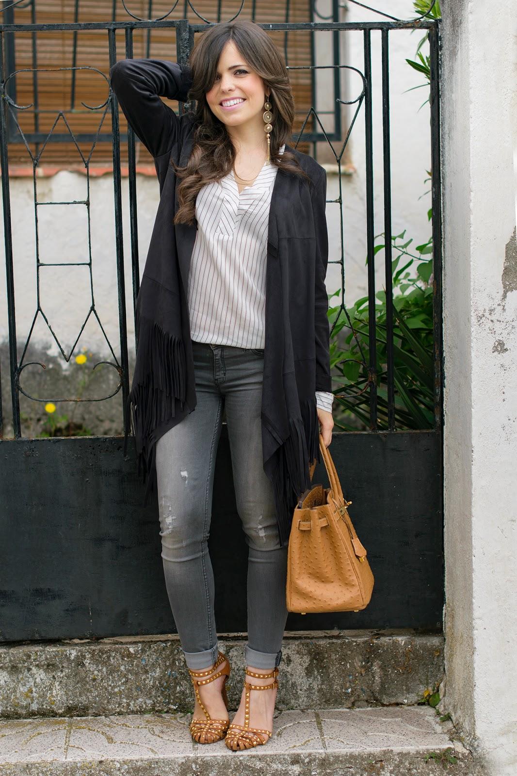 Look estilo boho con jeans grises