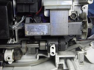 sigma 2000 motor de maquina de coser vista inferior cambio de escobillas