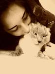 Ella es de esas personas que te cambian la vida. Sí, su gato también.
