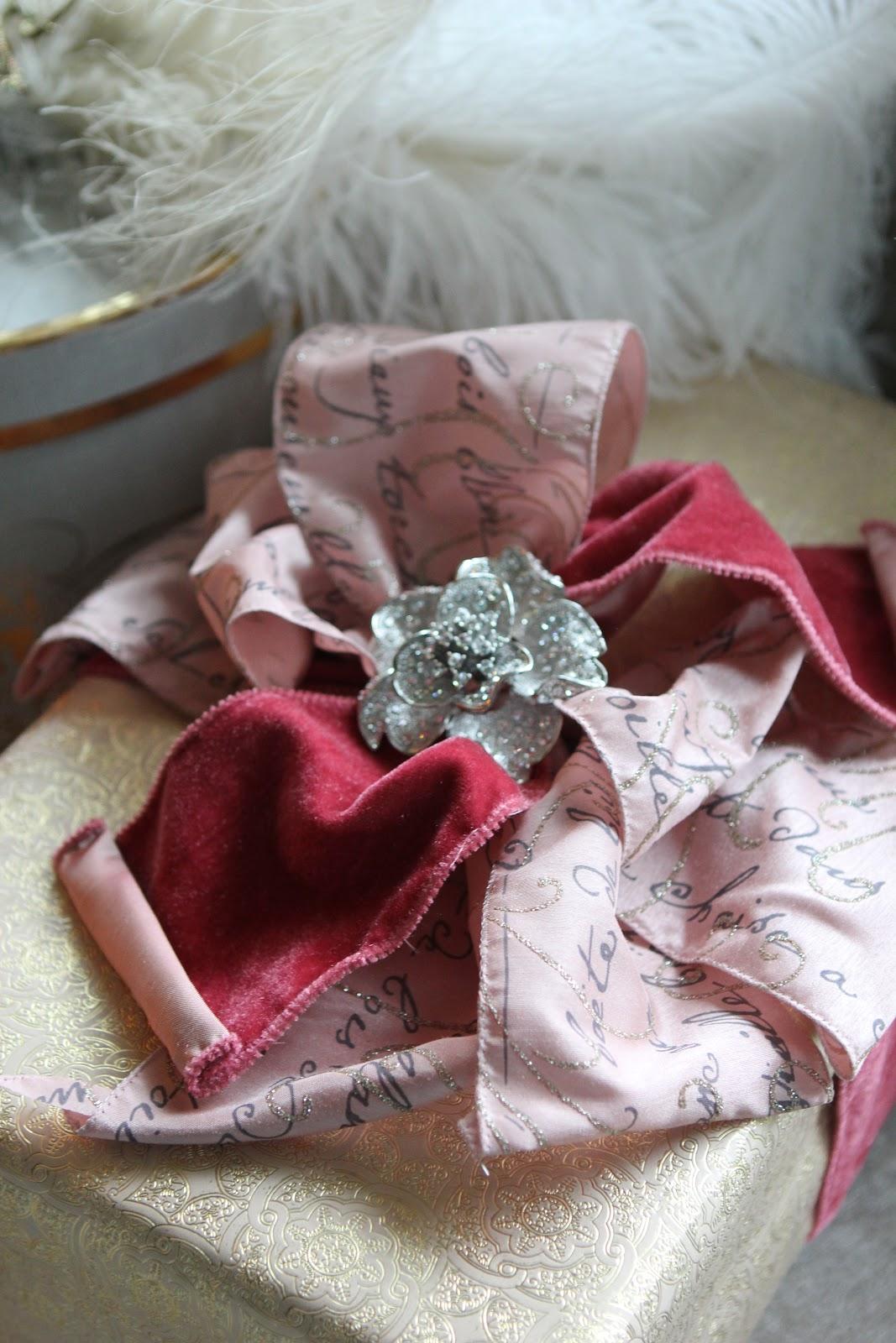Romancing the Home: Christmas Gift Wrap Inspirations