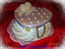 Szív alakú ékszer doboz torta