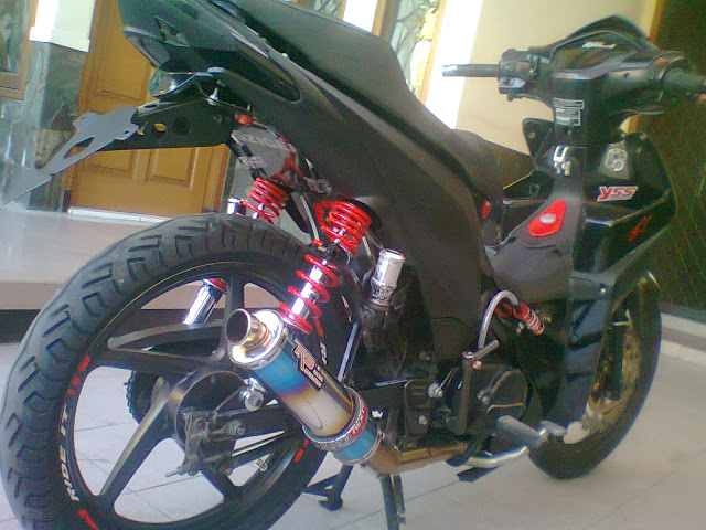 Honda Absolute Revo Racing Look Black Modifikasi