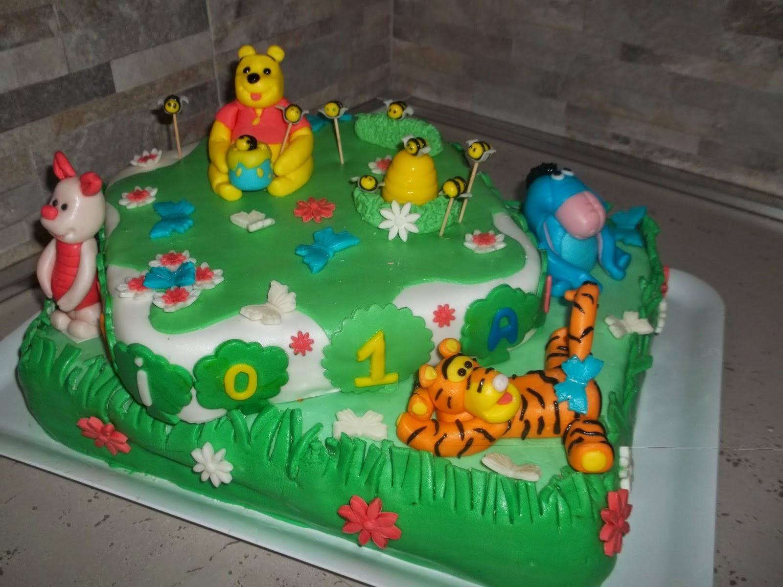 .. torta a due piani con winnie the pooh per il piccolo giulio alberto ...