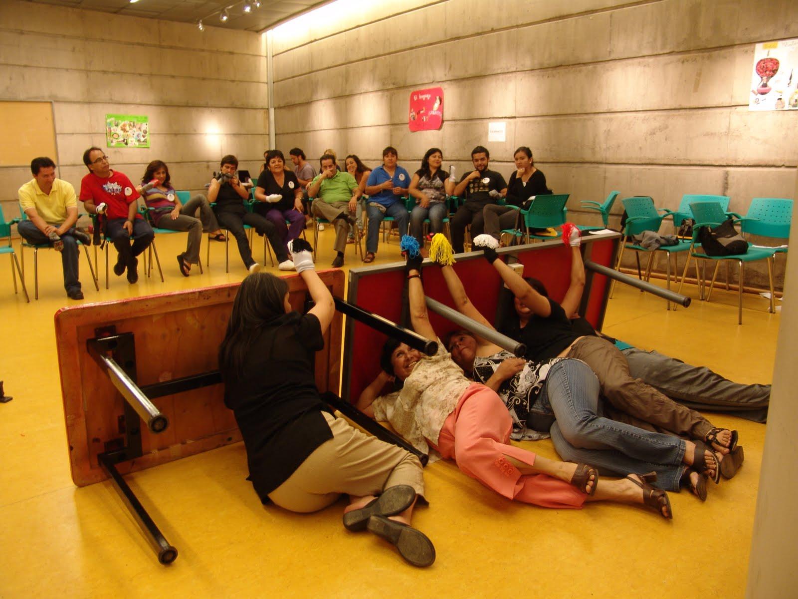 """TALLER """"ESTRATEGIAS LÚDICAS E INTERACTIVAS EN EL AULA""""  MIM/Centro Teatro y Sociedad Enero 2011"""