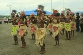 Tari tradisional yospan masyarakat Papua yang bernilai positif berarti persahabatan/sambutan
