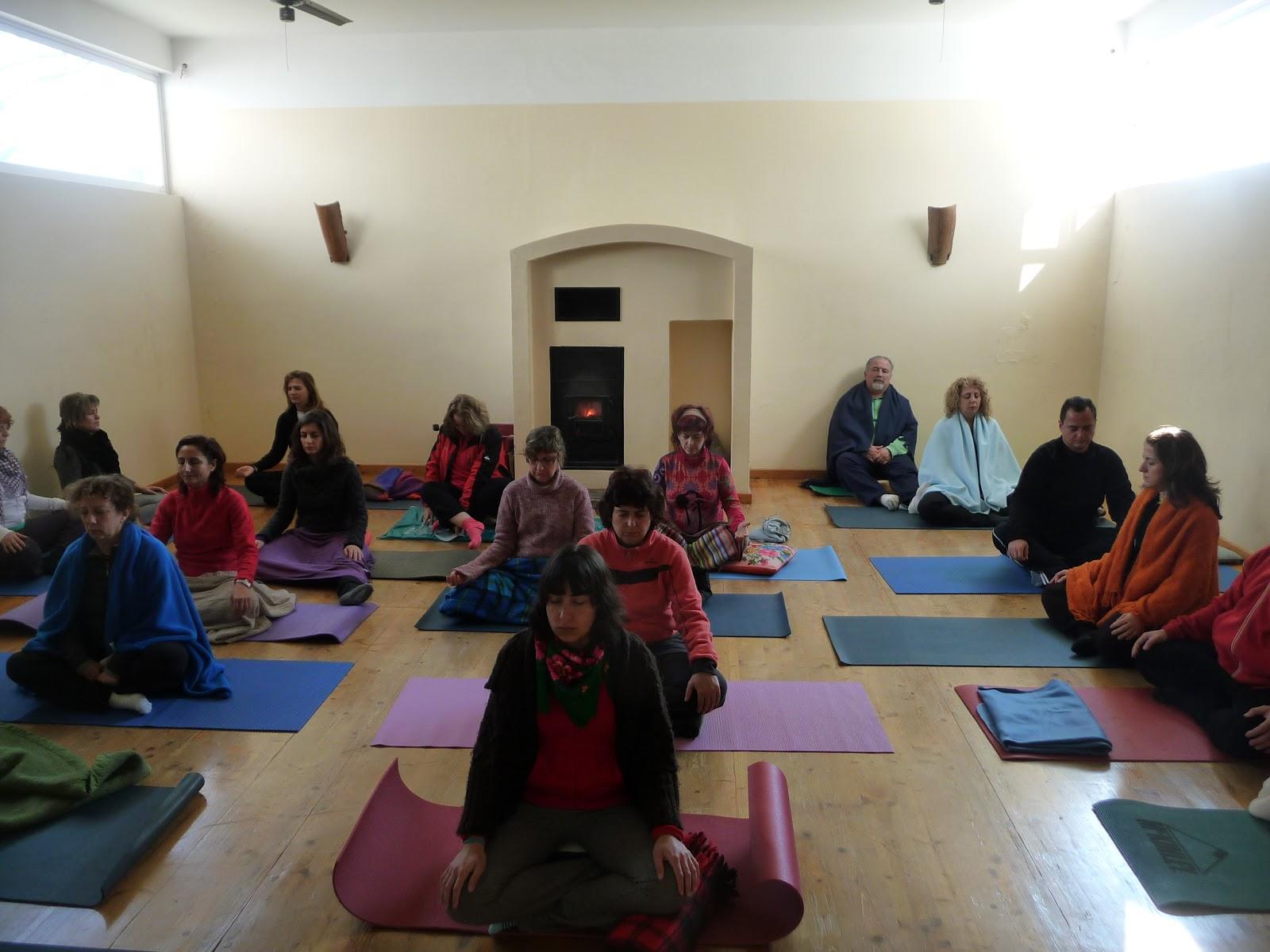 La postura y el espacio para meditar escuela de yoga y - Espacio para el yoga ...