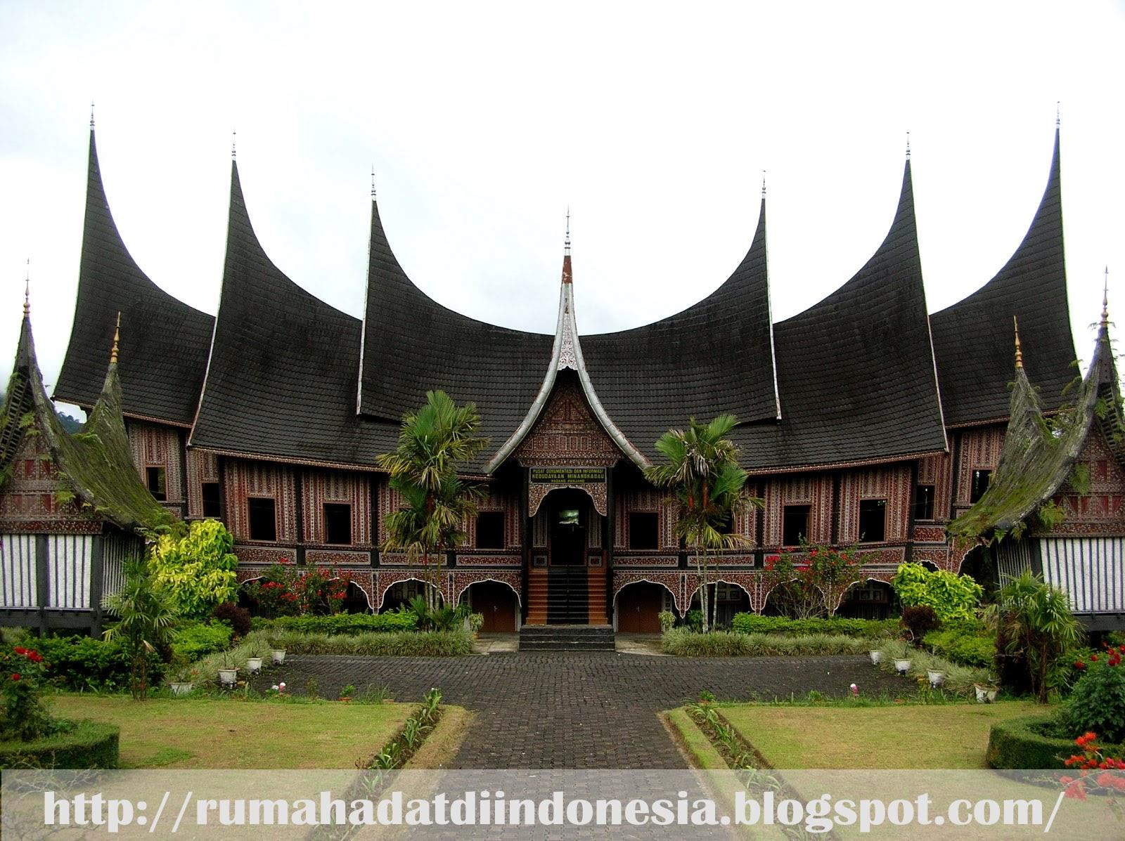 rumah adat minangkabau padang sumatra barat gadang rumah