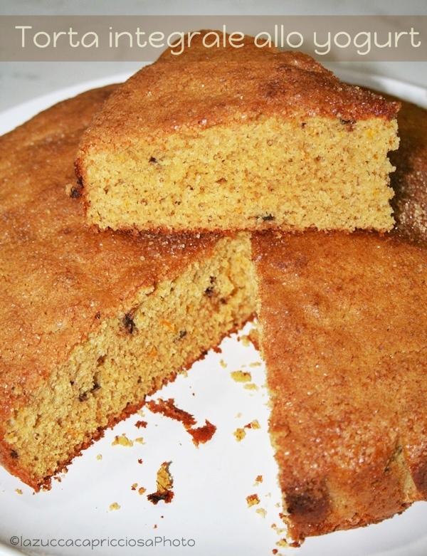 Torta con farina di semola e yogurt