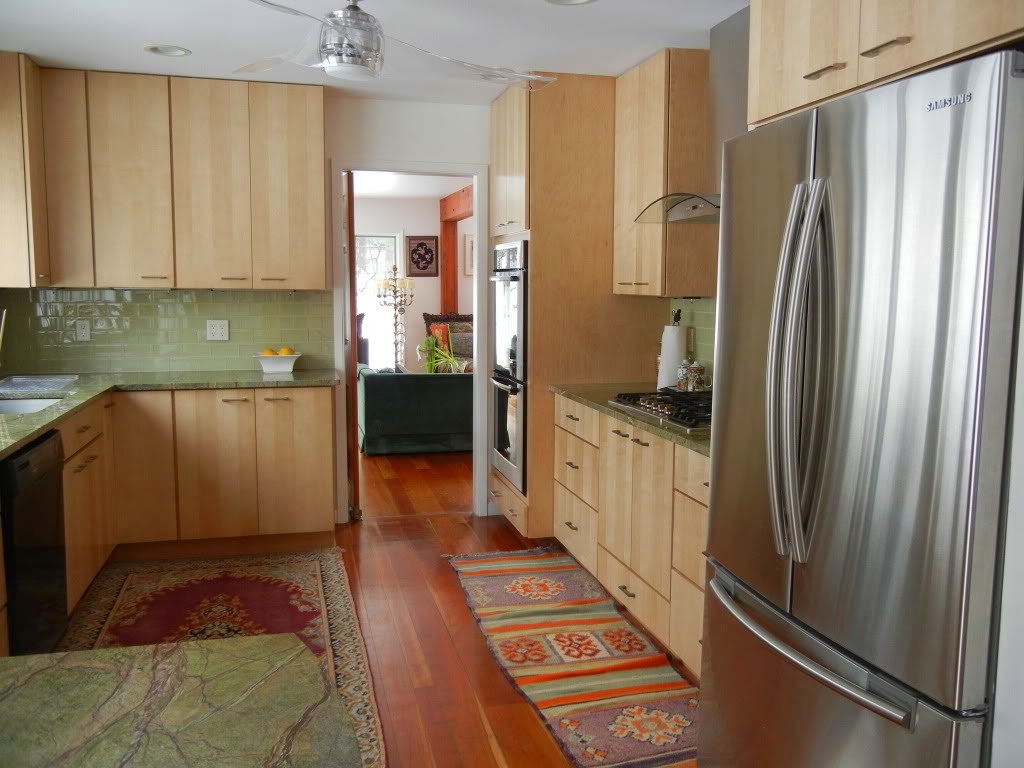 Light Maple Kitchen Cabinets with Granite Countertops