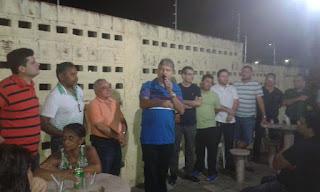 O médico Dr Aluísio e família promove confraternização para o grupo Girassois.em Guarabira