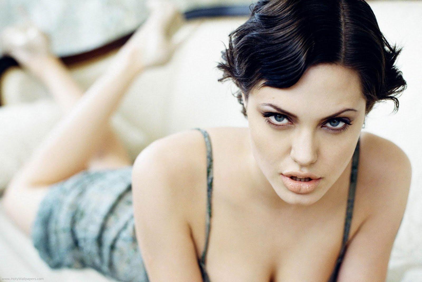 http://2.bp.blogspot.com/-YxEVqLCKiy0/TxQo6PpfrTI/AAAAAAAACXg/Ue587iGkOVQ/s1600/angelina_jolie_photoshoot-hd-1920x1200.jpg