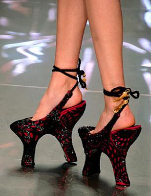 Sepatu tinggi yang greget