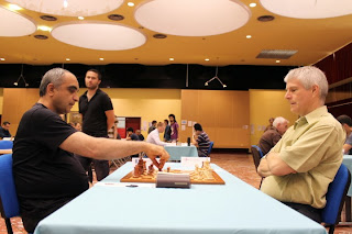 Master d'échecs ronde 3 : Glenn Flear (2464) 0-1 Armen Petrossian (2380) - Photo © Chess & Strategy
