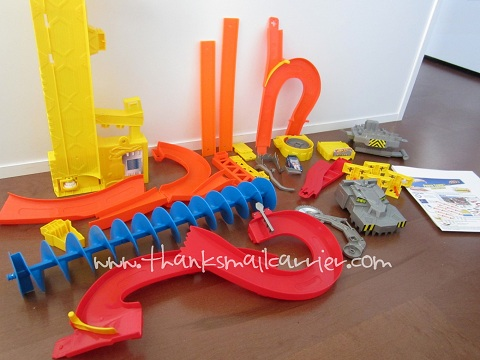 Thanks Mail Carrier Hot Wheels Wall Tracks Power Tower Track Set