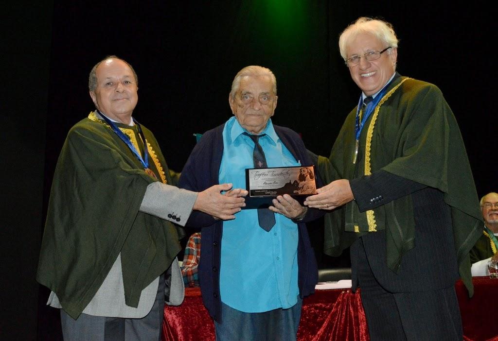 Jorge Bragança e Delmo Ferreira com o vencedor do Troféu Tiradentes, Alexander Robin