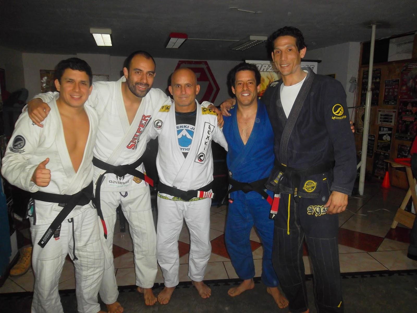 Sniper ahora 4 con cinturones negros de jiu jitsu brasilero