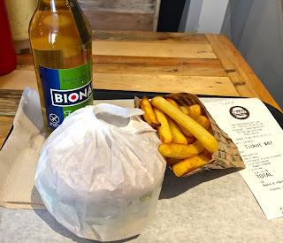 Le Petit Menu with La Catcheuse Burger - Hank Vegan Veega Paris