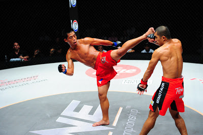 Honario Banario kicks Eric Kelly ONE FC