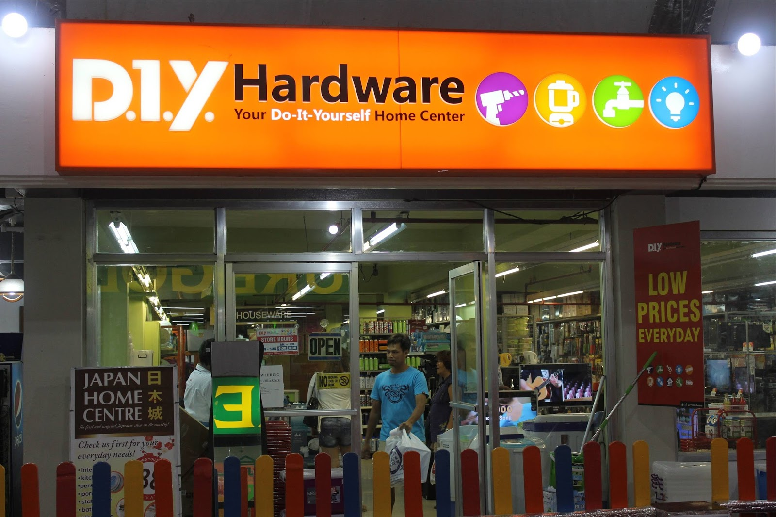 Stay stray play and feast aljosh caf rediscovered aldp plaza former space was taken over by diy a hardware store solutioingenieria Choice Image