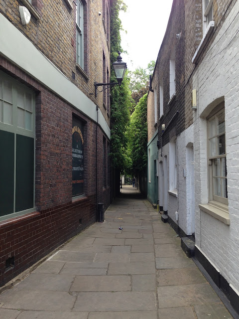 Narrow passageway, Islington, London N1