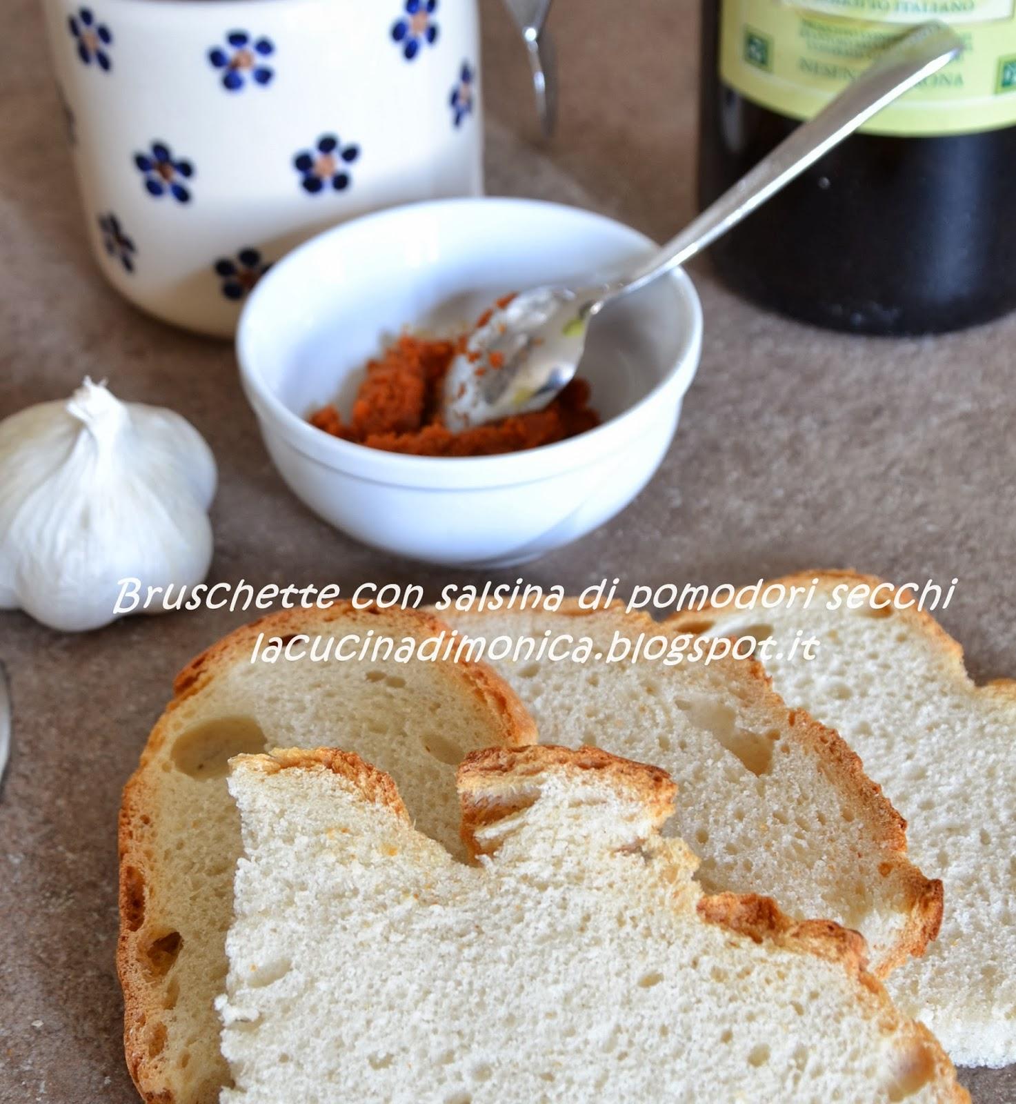 bruschetta con salsina di pomodori secchi