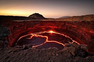 صورة مدهشة بؤرة بركان