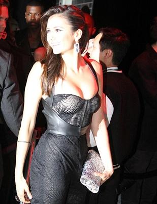 The Vampire Diaries: Nina Dobrev, Nuevas fotos en The Met Gala after