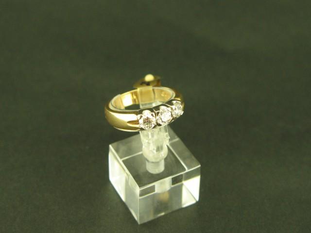 the northern bride chousing wedding ring