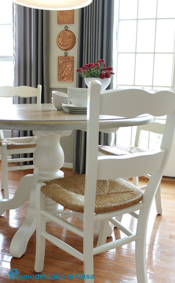 Kitchen table and chairs makeover remodelando la casa for Painted kitchen chairs