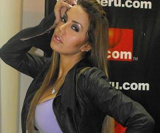 Karla Casós posando