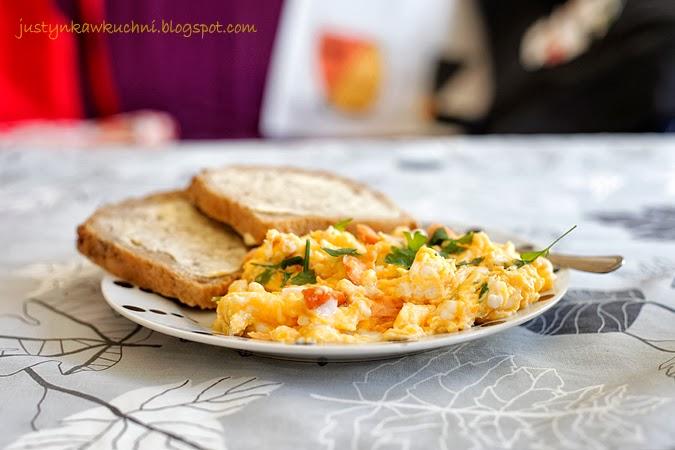 Śniadanie, łosoś, pietruszka, jajecznica, wędzony, po skandynawsku,