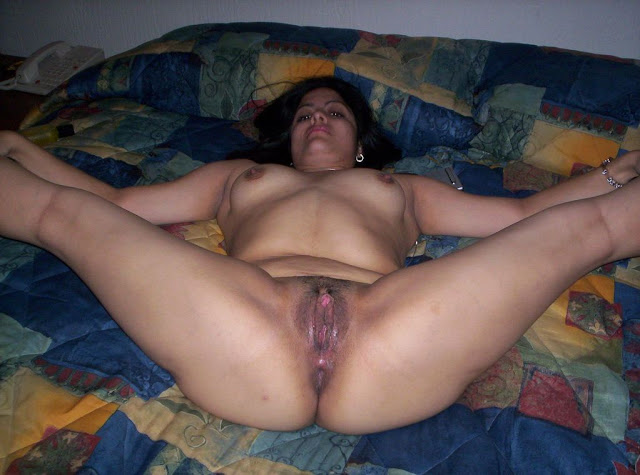 Pushpa aunty in a hotel room nude photos   nudesibhabhi.com