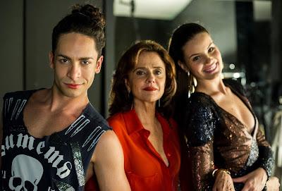 Angel ( Camila Queiroz ), Fanny ( Marieta Severo ) e Visky ( Rainer Cadete ) Crédito: Globo/Estevam Avellar