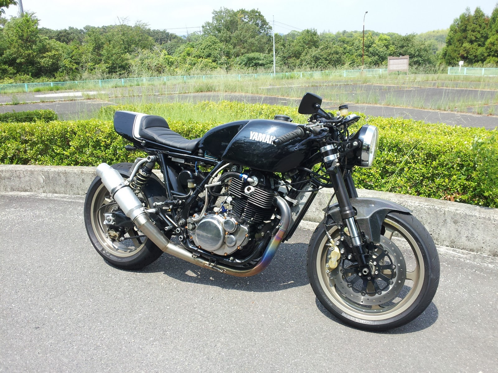 Racer, Oldies, naked ... - Page 39 Yamaha+SR+by+Loose+Motorcycle+01