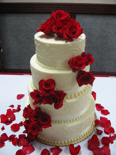 Wedding cake Red and white bouquet