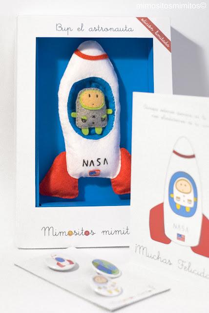 broche de fieltro de astraonauta y juguete para niños