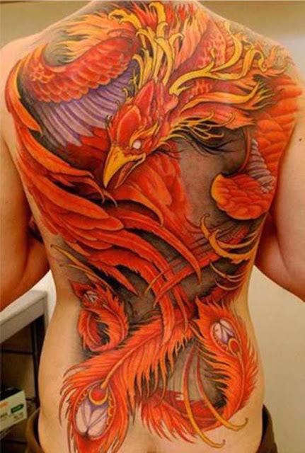 Tatuagem de Fênix nas Costas