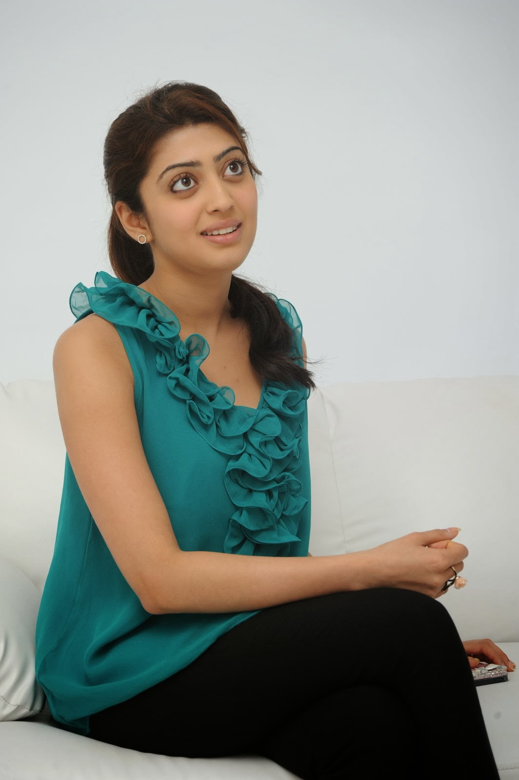Pranitha Photos at Attarintiki Daredi Movie Interview