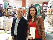 Rosalía con Toni Hill en librería Caselles.