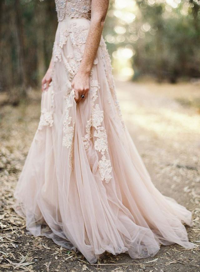 un choix de robes de mariée pour un mariage en automne par Vanessa Lekpa