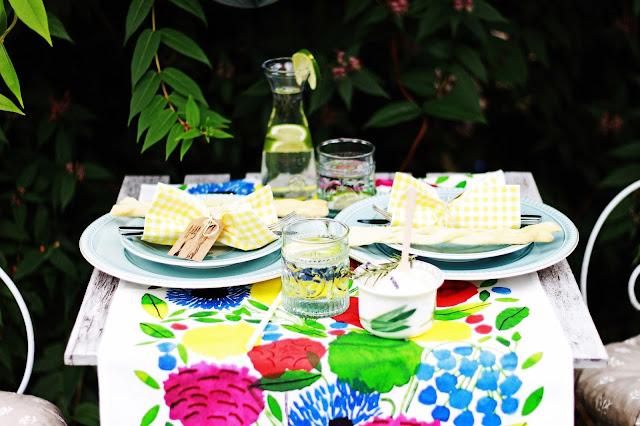 Gartenparty , Dekoration, Fest feiern ,Tisch decken ,Partydekoration