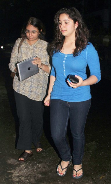 sara tendulkar at delhi belly movie screening