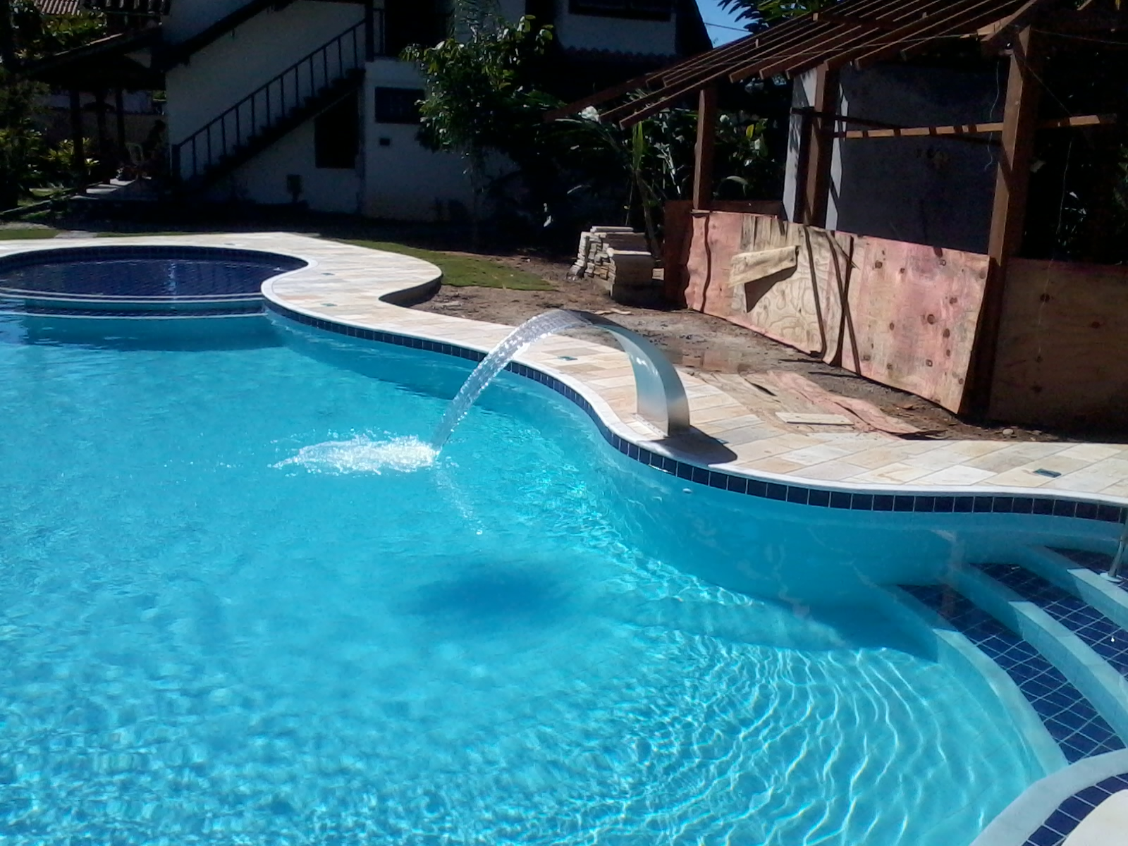 Campestre piscinas e paisagismo julho 2013 - Piscinas grandes ...