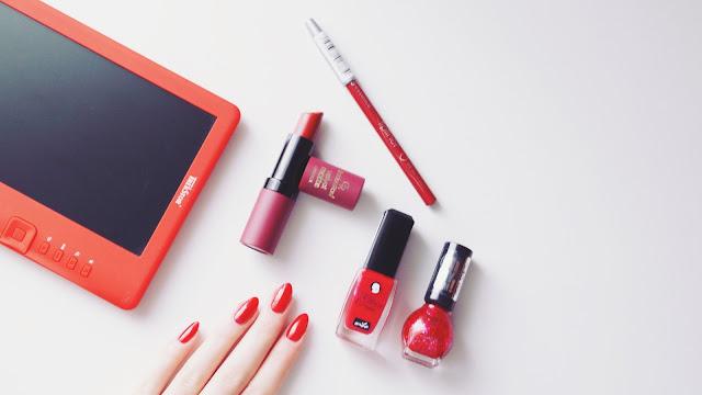 Red details - czerwone paznokcie z dodatkiem brokatu