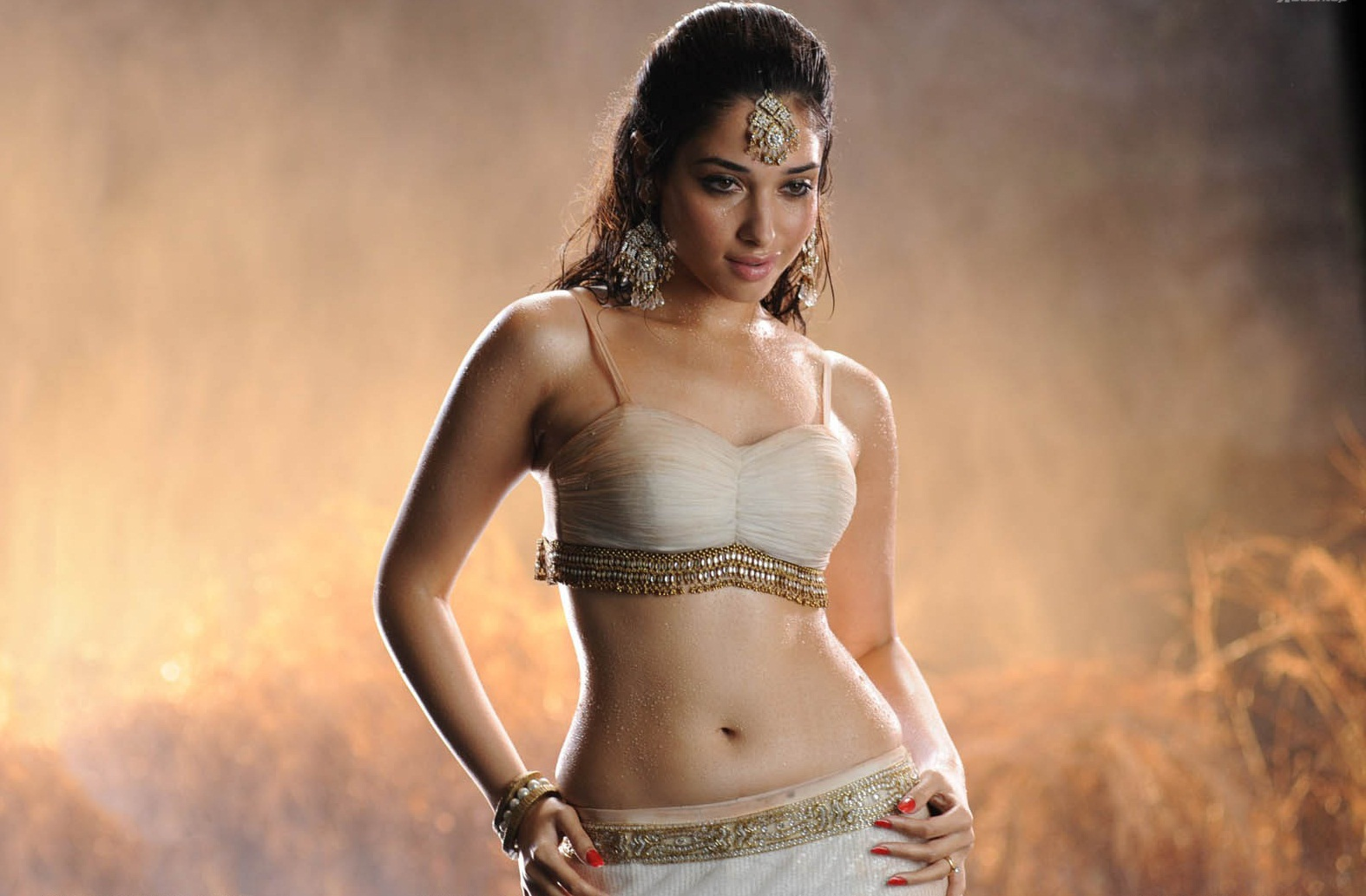 Samantha saved one mass hero, but Tamanna failed