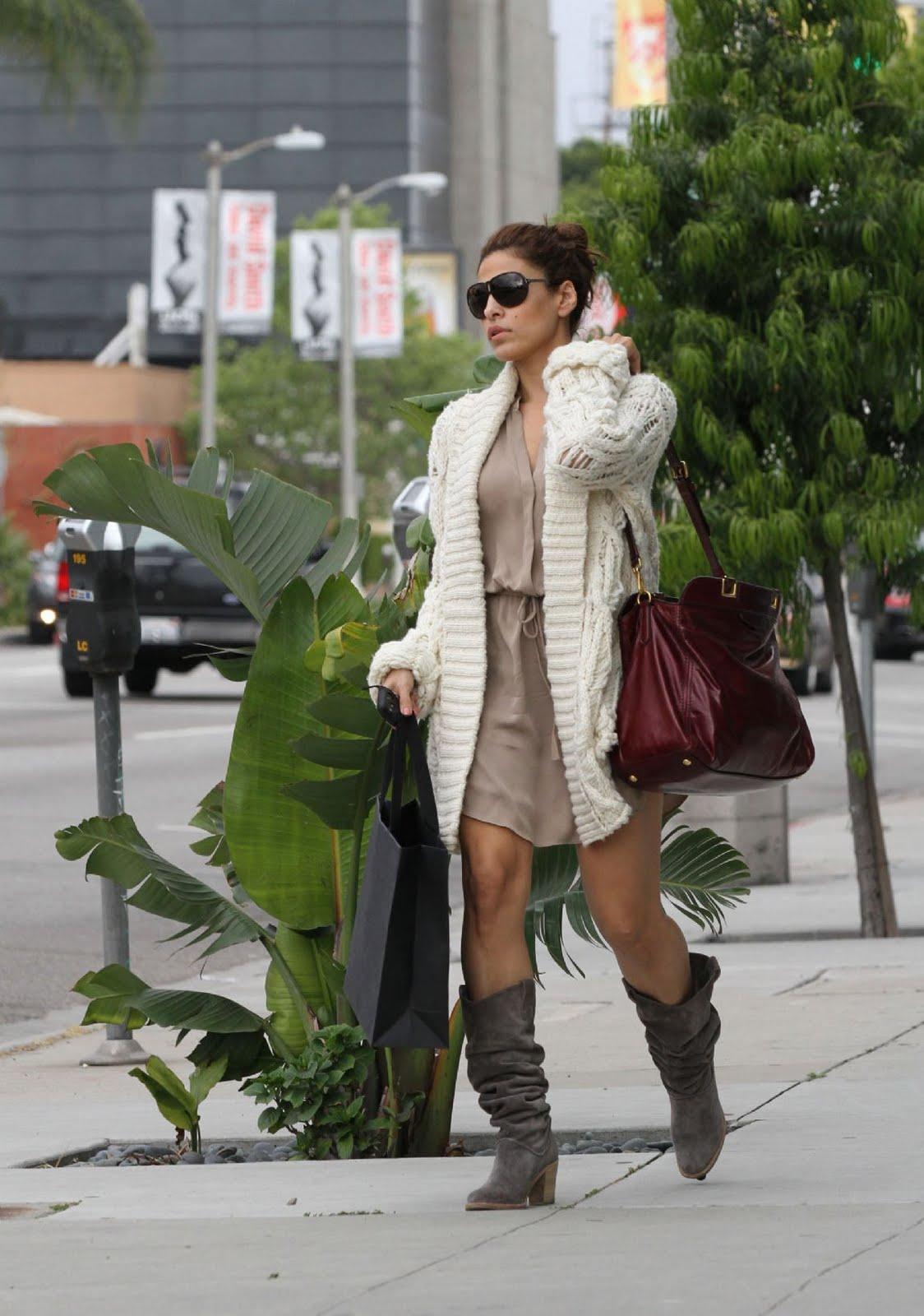 http://2.bp.blogspot.com/-Z20LLluWKE0/TbFpB5a27oI/AAAAAAAADrk/etRIpDDirys/s1600/Eva+Mendes+shopping+in+Beverly+Hills+%25281%2529.jpg