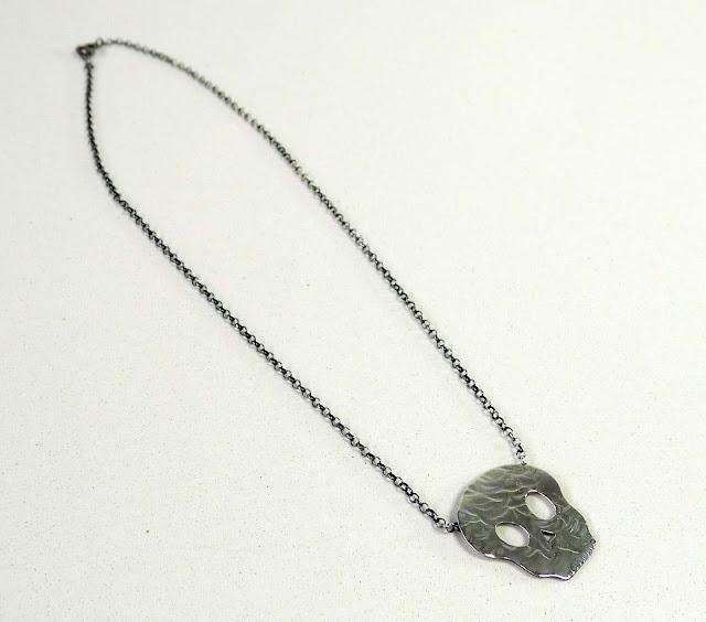 collar de calavera en plata