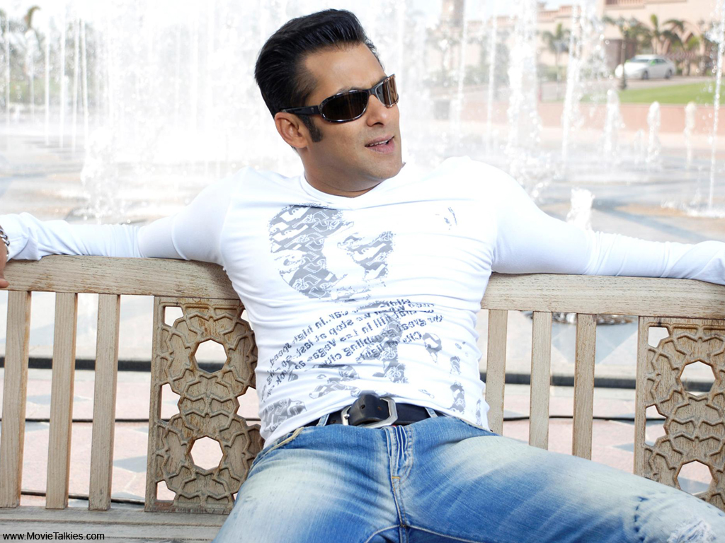 http://2.bp.blogspot.com/-Z2HabWEID8I/Te0Mv3gFizI/AAAAAAAAEQU/d_TvipdyqWY/s1600/Wallpapers-of--Salman-Khan.jpg